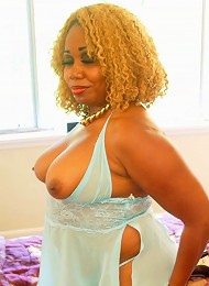 Hollywood knows blondes have more fun, and shes ready for her close up. Shes wet and spread, hot and horny